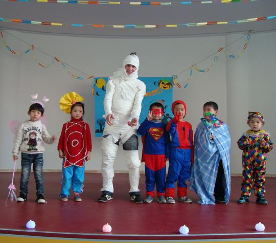 打开眼界——2011万圣节|伟才幼儿园加盟