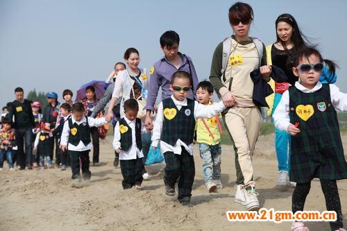 2013年首届亲子户外拓展营活动|园所活动|幼儿园加盟