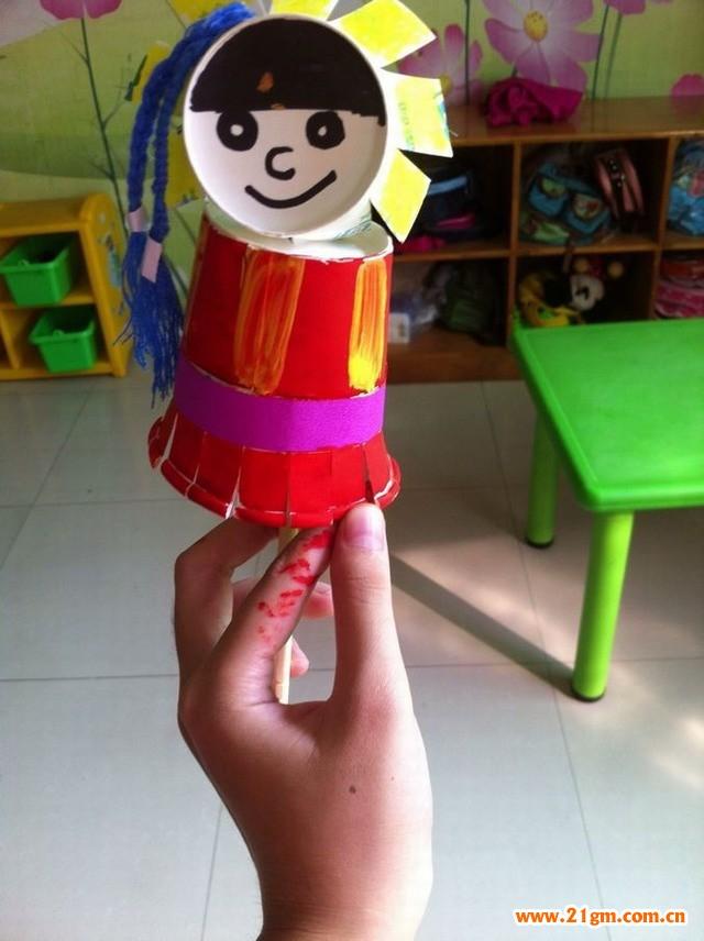幼儿园手工瓶子娃娃民族制作步骤