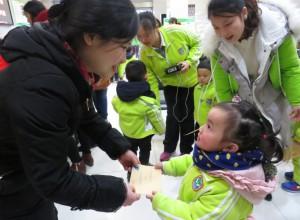 """""""心心相连"""",重庆武隆伟才幼儿园走进邮政局社会实践活动"""