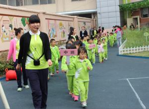 江苏宿迁市宿豫区伟才幼儿园开展第一届春季运动会