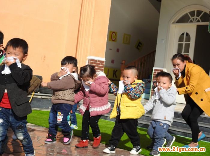 贵州松桃鸿合伟才幼儿园消防演习活动