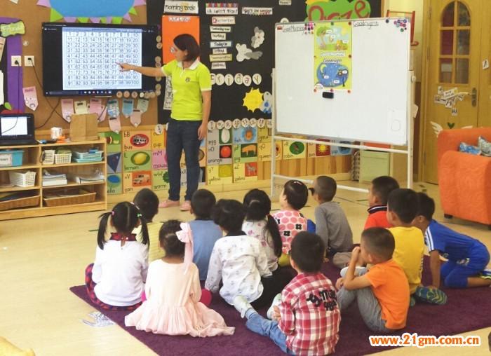 辽宁大连伟才国际幼儿园上电视啦,开放型办学特色成主流媒体关注焦点