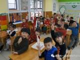 元宵特辑丨广东揭阳一品伟才幼儿园:欢欢喜喜过元宵,冰糖葫芦甜心田