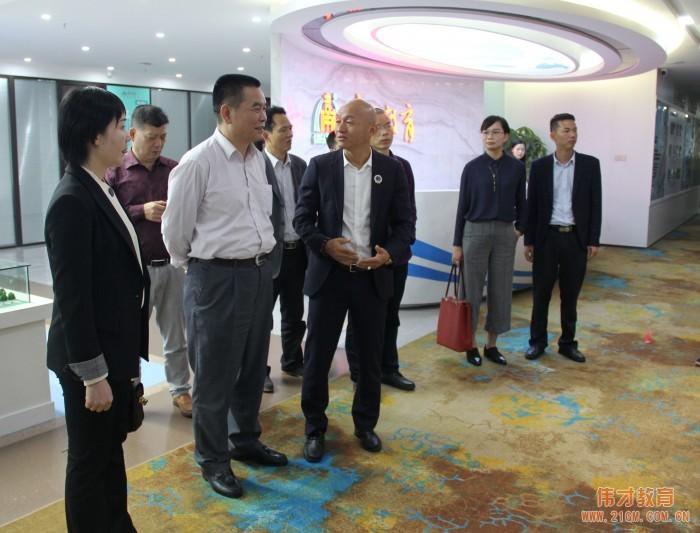 广西省桂平市人大常委会主任李健龙一行领导莅临betcmp冠军国际betcmp冠军国际参观交流