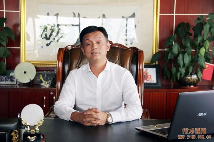 """伟才教育董事长罗骇浪被授予""""禺山金才""""荣誉称号"""