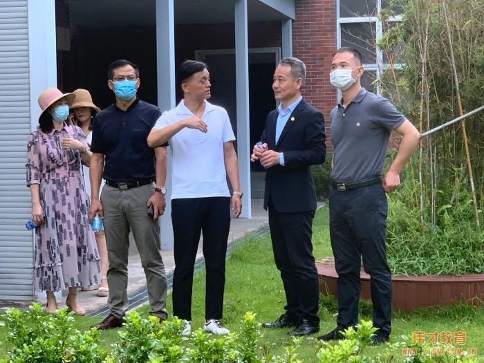 伟才教育董事长罗骇浪先生一行赴广州市英东中学参观交流