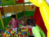 5.24  亲子活动后教师陪幼儿玩耍