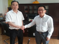 伟才商务部林经理(右)与甘肃普天地产董事长(左)合影